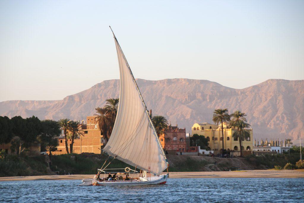 Felucca op de Nijl bij Luxor, Egypte