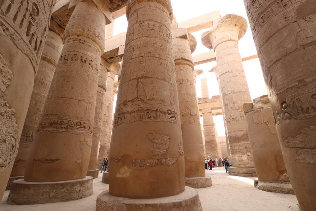 Kolommen in Karnak tempel, Egypte